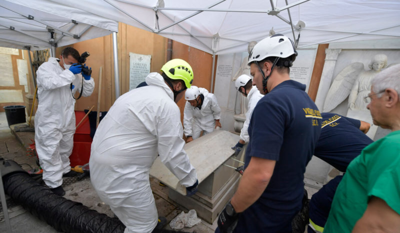 Vatican workers open tombs